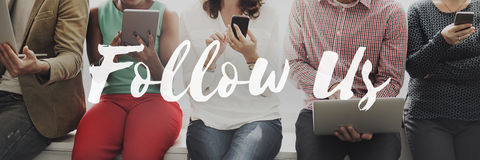 Следовать нами деля социальный интернет онлайн Concep сети средств массовой информации стоковая фотография