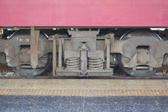 След поезда и колесо поезда дают большую перспективу к размеру Стоковые Изображения