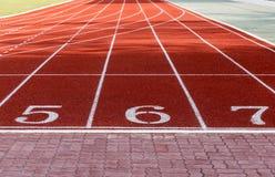 След спортсмена или идущий след с 5 до 7 Стоковые Изображения RF