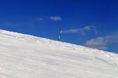 След лыжи на курорте зимы Стоковые Фотографии RF