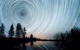 Следы звезды над прудом Стоковые Изображения