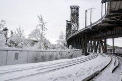 Следы и снег поезда стоковые фотографии rf