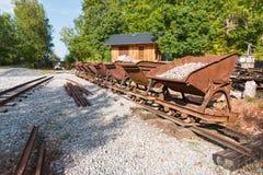 Следы и тележки шахты известняка стоковая фотография