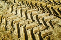 Следы колеса трактора в песке Стоковое фото RF