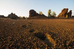 Следы ноги на кратерах луны Стоковая Фотография RF