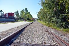 Следы поезда к депо Стоковые Фотографии RF