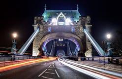 Следы света моста башни Стоковая Фотография