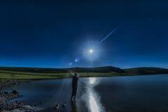 След Panaroma звезды ночи в озере Стоковые Фото