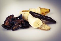 Слива и шоколад банана на белизне Стоковая Фотография RF