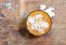 Сливк абрикоса с гайками стоковое изображение
