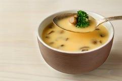Сливк супа CEP на таблице Стоковые Изображения