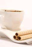 Сливк шоколада вафли свертывает на плите кофе Стоковое фото RF
