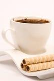 Сливк шоколада вафли свертывает на плите кофе Стоковое Изображение