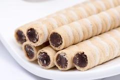 Сливк шоколада вафли свертывает на плите Стоковые Фотографии RF