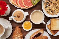 Сдирать изображение положения кондитерскаи с кофе и вареньями стоковое изображение