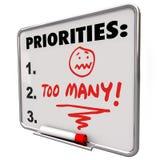 Слишком много приоритетов сокрушая список дел задают работу работам Стоковые Фотографии RF