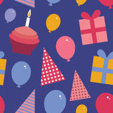 С днем рождения безшовная картина плоский комплект стиля Пирожное с a Стоковое фото RF