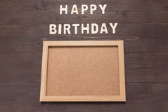 С днем рождения и изображение рамки на деревянной предпосылке с экземпляром Стоковое фото RF