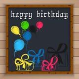 С днем рождения предпосылка с воздушными шарами цвета и подарочные коробки написанные цветом белят мелом на классн классном Стоковое Изображение