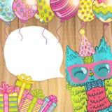 С днем рождения приветствовать предпосылку с сычом Стоковое Изображение RF