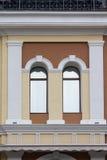 Сдобренный фасад окна в классическом стиле стоковое изображение rf
