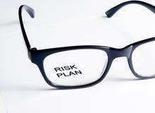 Слова плана риска видят до конца объектив стекел, концепцию дела Стоковые Фотографии RF