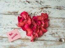 Слова шахты написанные на бумаге, карточке влюбленности Предпосылка дня ` s валентинки, открытка влюбленности Стоковые Фото