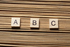 Слова ABC Кирпичи игрушки на таблице Стоковая Фотография RF