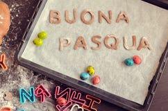 Слова Buona Pasqua как счастливая пасха в итальянском языке Стоковое Фото