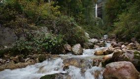 Словения, водопад Perechnik сток-видео