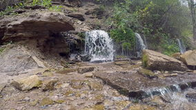 Словенские водопады в Izborsk, области Пскова России сток-видео