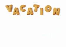 Слово КАНИКУЛЫ сказанные по буквам с алфавитом сформировало печенья, на белой предпосылке с открытым космосом для дизайна Стоковое фото RF