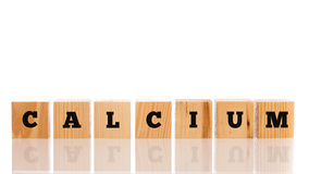 Слово - кальций - на деревянных блоках Стоковые Изображения RF