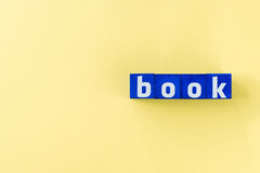Слово книги сделанное от голубых кубов Стоковая Фотография