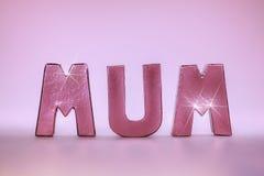 Слово мамы в glamtastic письмах золота розы пинка Стоковая Фотография RF