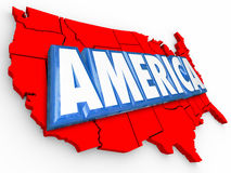Слово Соединенные Штаты Америки 3d составляет карту предпосылка США красная белая голубая Стоковые Изображения