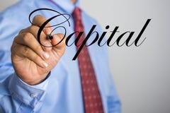 Слово сочинительства бизнесмена прописное на виртуальном экране Стоковая Фотография RF