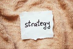 Слово стратегии на белой бумаге Стоковые Изображения