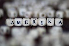 Слово Amerika написанное в деревянном кубе Стоковые Изображения RF