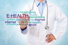 Слово E-здоровья сочинительства доктора Стоковое фото RF