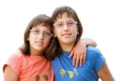 2 с ограниченными возможностями двойных сестры. Стоковое Фото