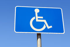 с ограниченными возможностями знак места для парковки Стоковое фото RF
