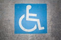 С ограниченными возможностями маркировка места для парковки стоковые изображения