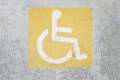 С ограниченными возможностями маркировка места для парковки стоковые фотографии rf