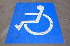С ограниченными возможностями место для парковки - мамы дороги инфраструктуры транспорта стоковое фото rf