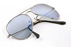 Сложенные солнечные очки авиатора - стоковая фотография
