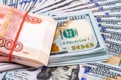 Сложенный 5 тысячн банкнотам русских рублевок Стоковое Изображение