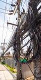 Сложность провода кабеля на улице Samui, Таиланда стоковые фото