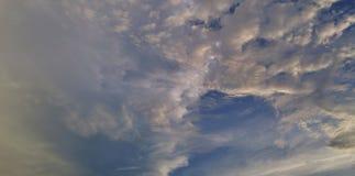 Слой облаков на голубом небе Стоковые Фото