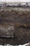 Слой трубы водопровода и земли стоковая фотография rf